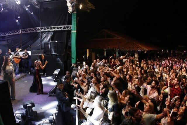 O público do Villa Miz Weekend teve desde o senador Romário com a namorada, Érica Cyriaco; muita mulher bonita e casa cheia com cinco mil pessoas / Fotos: Tarso Ghelli