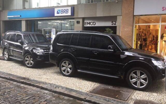 Rua da Quitanda: carros do ministro da Justiça, Torquato Jardim, que almoçou no Giuseppe Grill, nesta sexta-feira (23/06)