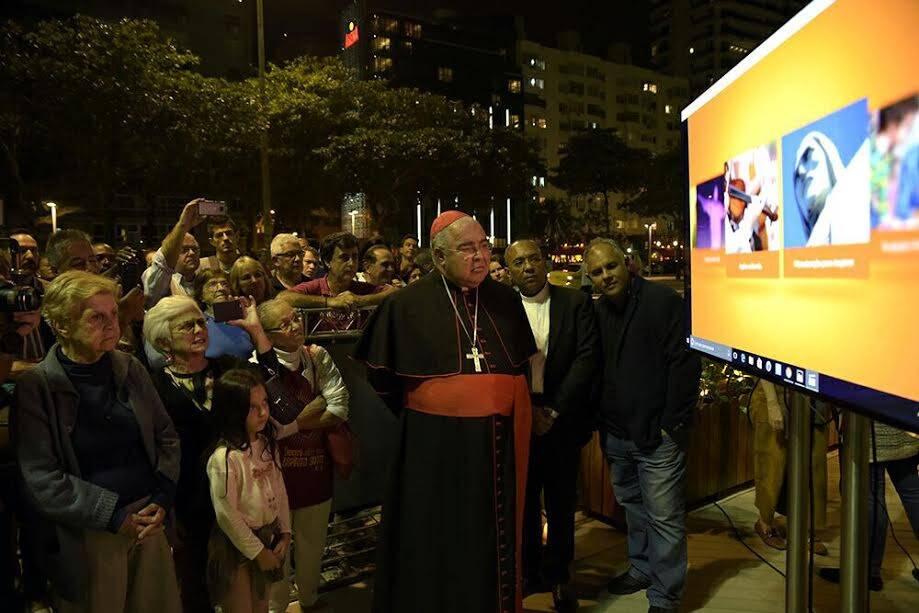 Dom Orani: arcebispo do Rio, Dom Orani Tempesta, inaugura réplica do Cristo Redentor no Leme / Fotos: divulgação