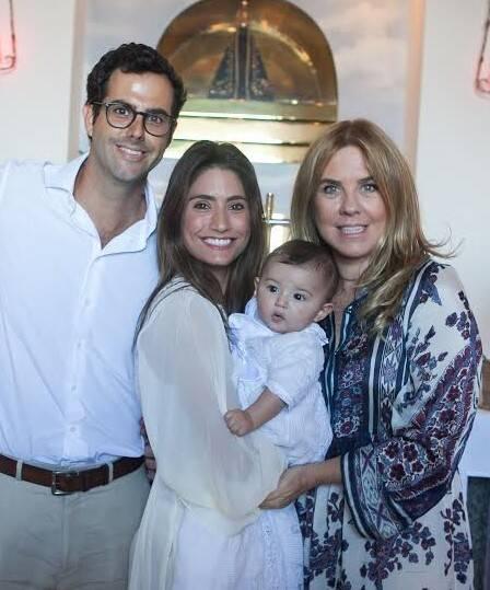 Joaquim Monteiro de Carvalho e Bia Bottesi com o filho, Francisco Luiz e Lilibeth Monteiro de Carvalho, tia e madrinha de Joaquim - batizado e casamento na capelinha do Cristo Redentor