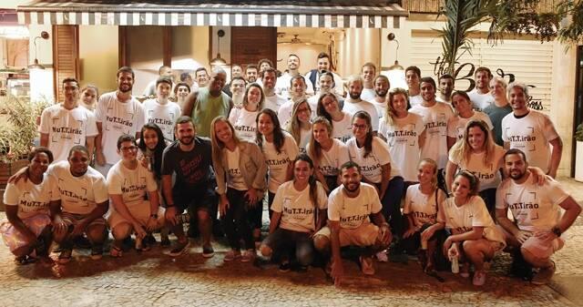 Equipe de voluntários que trabalhou no último mutirão e distribuiu mais de 400 hambúrgueres / Foto: Lucas Domso