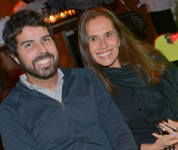 Alex Lerner e Bia Aydar: o jornalista foi visitar a amiga e nem pensar em subir ao apartamento. Que tal? / Foto: Ana Colla - arquivo Site Lu Lacerda