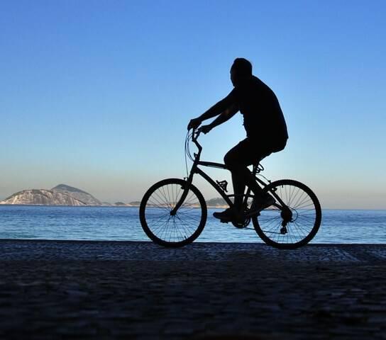 Passeio de bicicleta no Rio: prazer cada vez mais comprometido / Foto: Alexandre Macieira/ Riotur