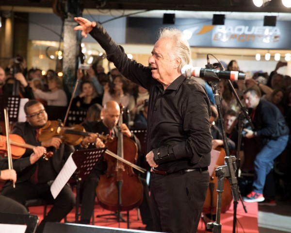 joao-carlos-martins-regendo-a-orquestra-sinfonica-de-gramado_k9a4565