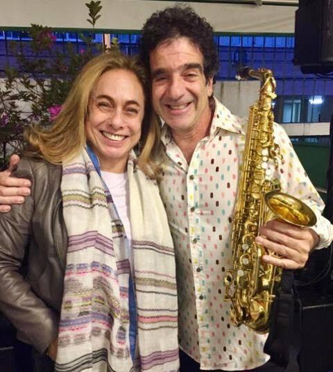 No alto, Cissa Guimarães, madrinha do Bazar da Santa, e o músico George Israel; acima, algumas das 300 crianças da creche Espaço Santa Terezinha, beneficiadas pelo bazar/ Fotos: divulgação