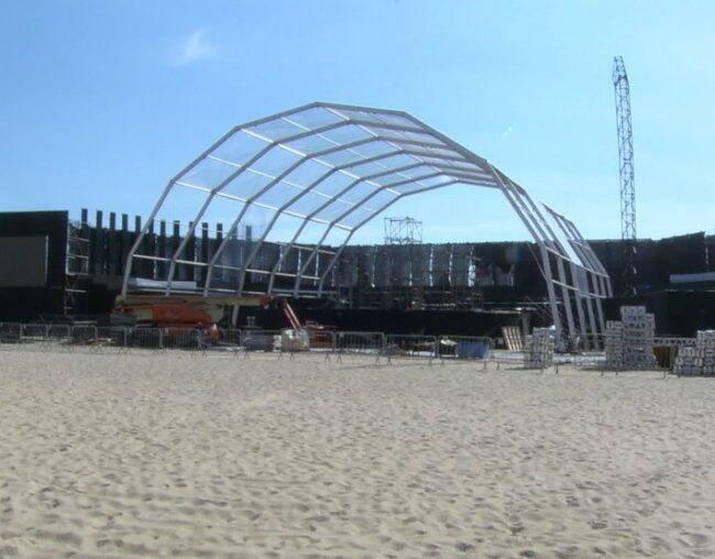 Palco na praia de Copacabana vai receber as 13 baterias das escolas de samba do Grupo Especial do Rio /Foto: Reprodução TV Globo