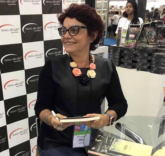Téia Camargo: roubo a carrinho de compra na Barra /Foto: Reprodução Facebook