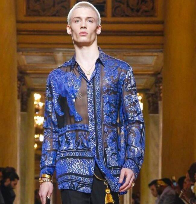 João Knorr: modelo brasileiro abre desfile da Versace em Milão /Fotos: Divulgação
