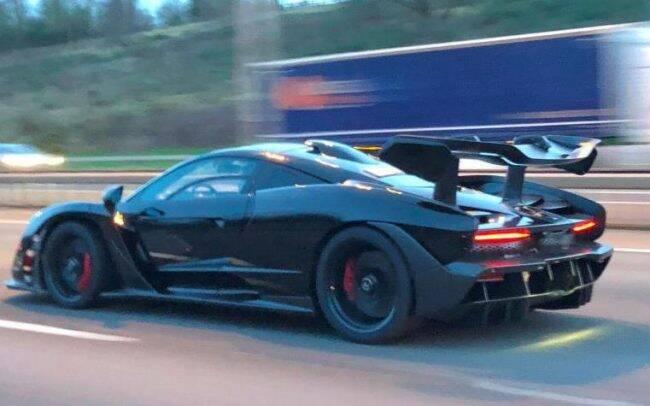 McLaren Senna é visto pelas estradas do Reino Unido nesta sexta-feira (05/01) /Foto: Reprodução