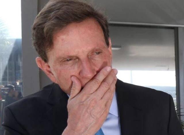 Imagina só a cara do Crivella lendo a lista de blocos do Rio? /Foto: Reprodução