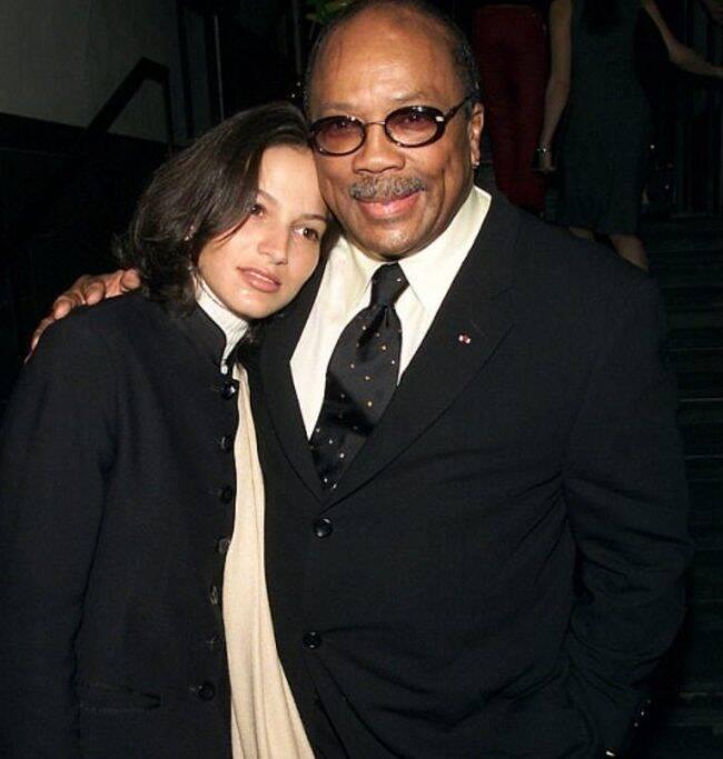 Quincy Jones com Lisette Derouaux, uma de suas jovens namoradas /Foto: Reprodução Daily Mail