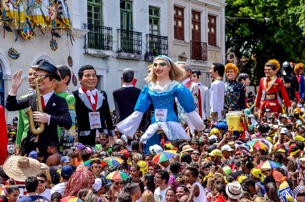 a-rua-do-bonfim-e-uma-especie-de-passarela-para-o-desfile-dos-tradicionais-bonecos-gigantes_divulgac%cc%a7a%cc%83o