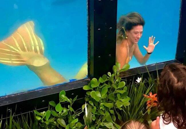 Carol Schrappe: a atleta em apneia em uma de suas demostrações debaixo d'água /Foto: Reprodução