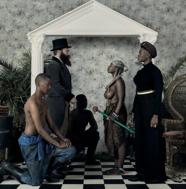 Uma das imagens da exposição, do artista Genesis Kudzanai Chiurai /Foto: Divulgação