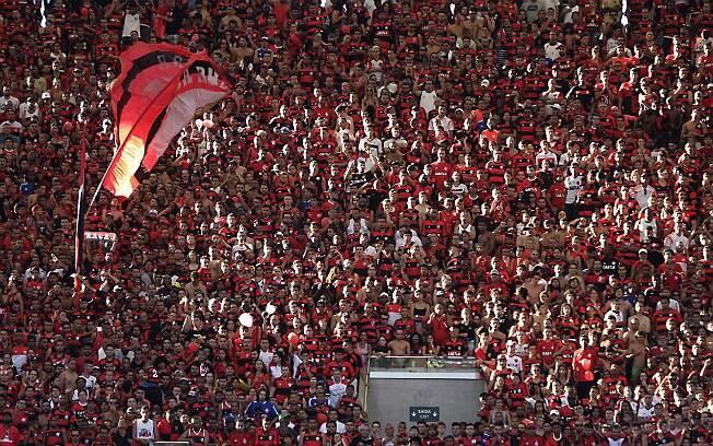 O time do Flamengo conseguiu arrecadar mais de 10 toneladas de alimentos para o treino aberto desta terça-feira (17/04) / Foto: Reprodução do IG