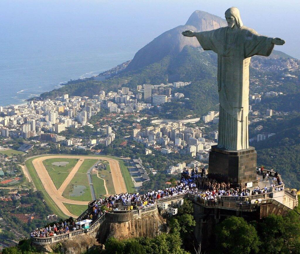 бразилия по площади занимает место в мире